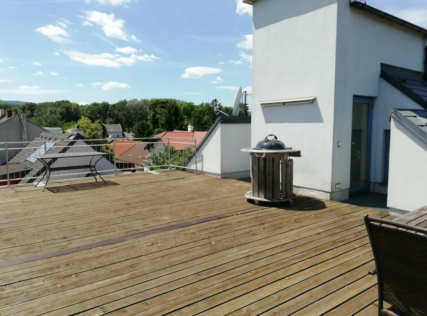 Terrasse mit Lift und Stauräumen