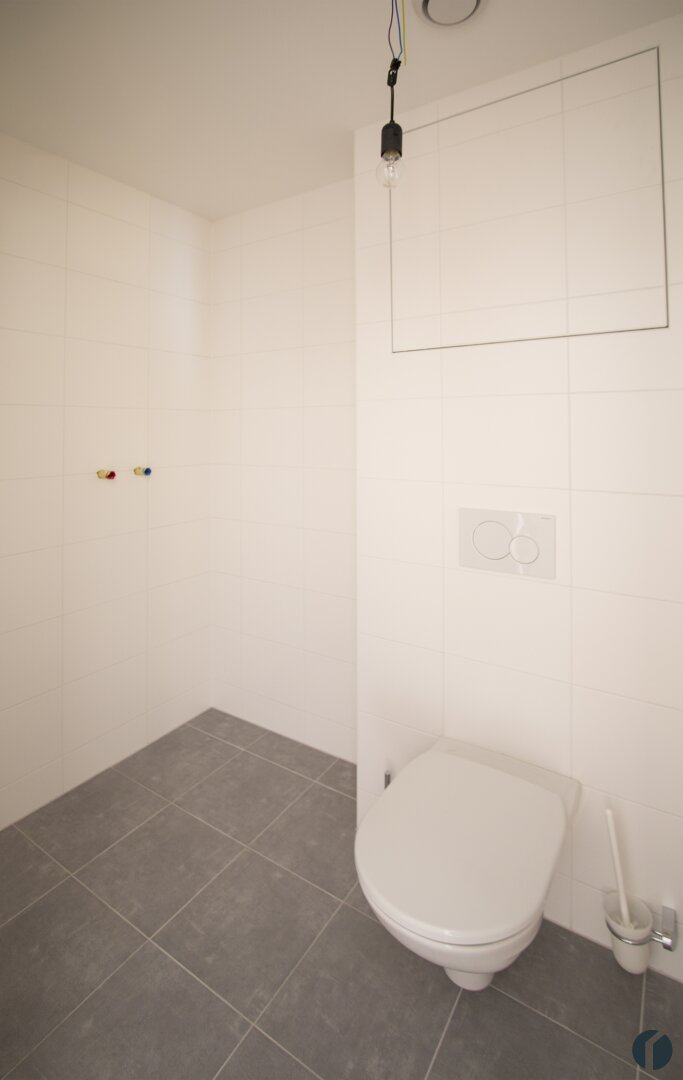 WC mit Anschluss für eine Dusche