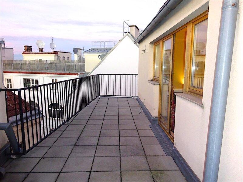 Terrassenhit im Zentrum Wiens: Dachgeschoß-Maisonette (Aufstockung 1997), 125 m2 Wohnfläche + 20 m2 Terrasse, 4 getrennt begehbare Zimmer, Linie 1 + 62 + WLB-Laurenzgasse! /  / 1050Wien / Bild 0