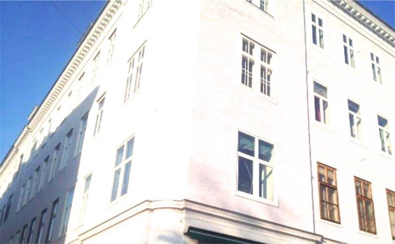 Sonnige, bildhübsche 2 1/2 Zimmerwohnung mit Altbaucharme, Blick auf Yppenplatz, großer Wohnraum mit Küche, Linie U6-Josefstädterstraße + Alserstraße! /  / 1160Wien / Bild 8