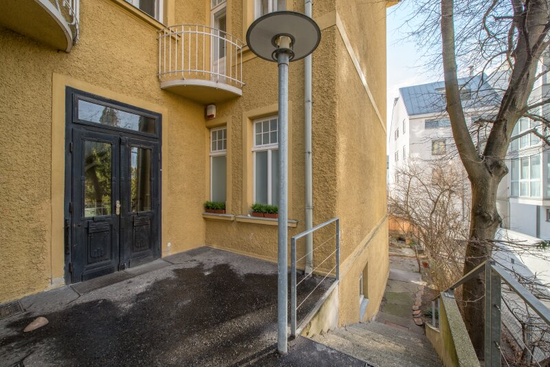 ++NEU++ ERSTBEZUG: Kernsanierte DG-Wohnung in Stilvilla! idyllischer Garten! **perfekt für Anleger** /  / 1140Wien / Bild 7