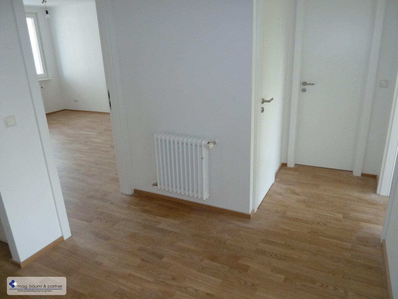 alle Zimmer zentral vom Vorraum aus begehbar