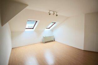 Dachgeschosswohnung für handwerklich begabte Eigentümer*innen - Nähe Ausarten