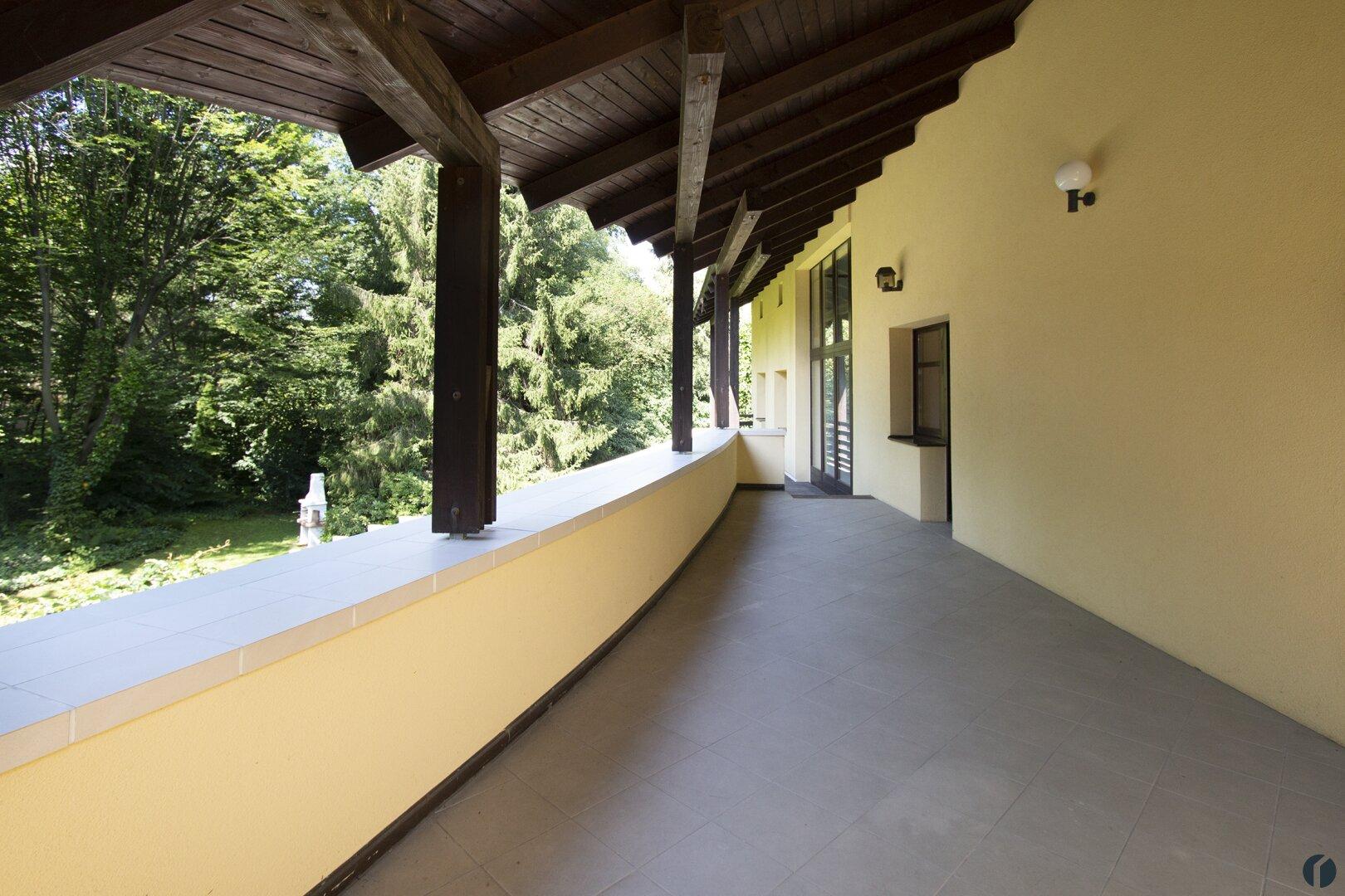 gartenseitige Terrasse im Obergeschoss
