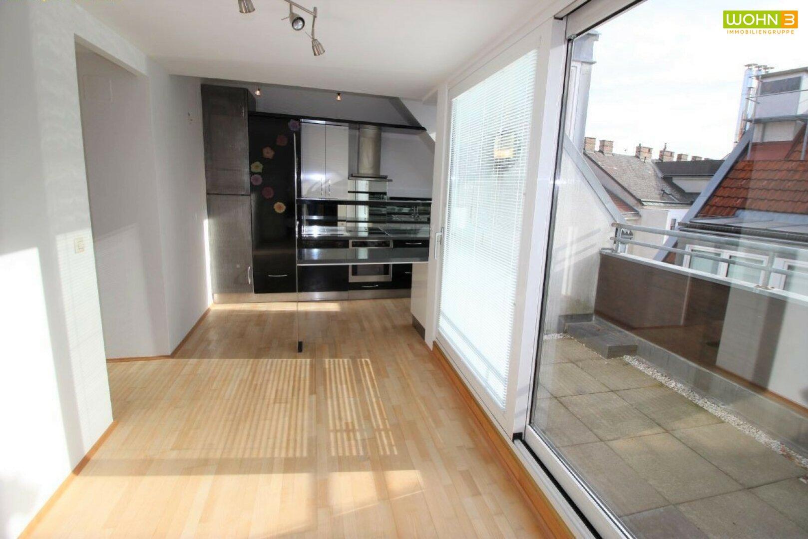 Blick auf Terrasse & Küche