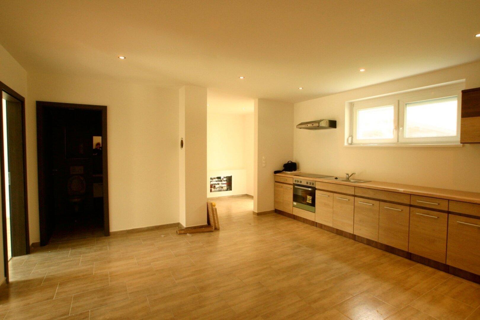 Wohnzimmer mit neuer Küche