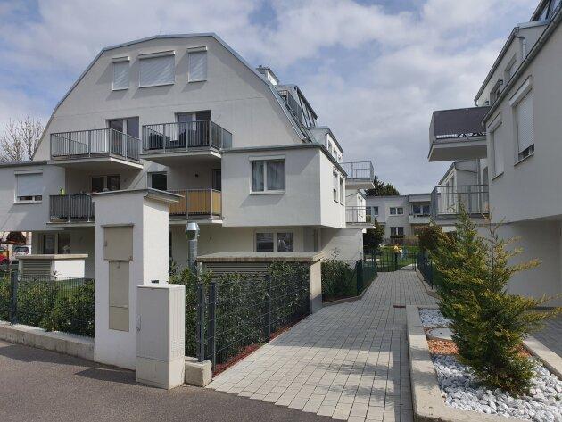 Foto von NEU! ++ Nähe U1 ++ ab SOFORT Beziehbar! ++Komplett MÖBLIERT! ++Exklusive 3 ZIMMER-Wohnung mit BALKON  ++ 1210 Wien ++