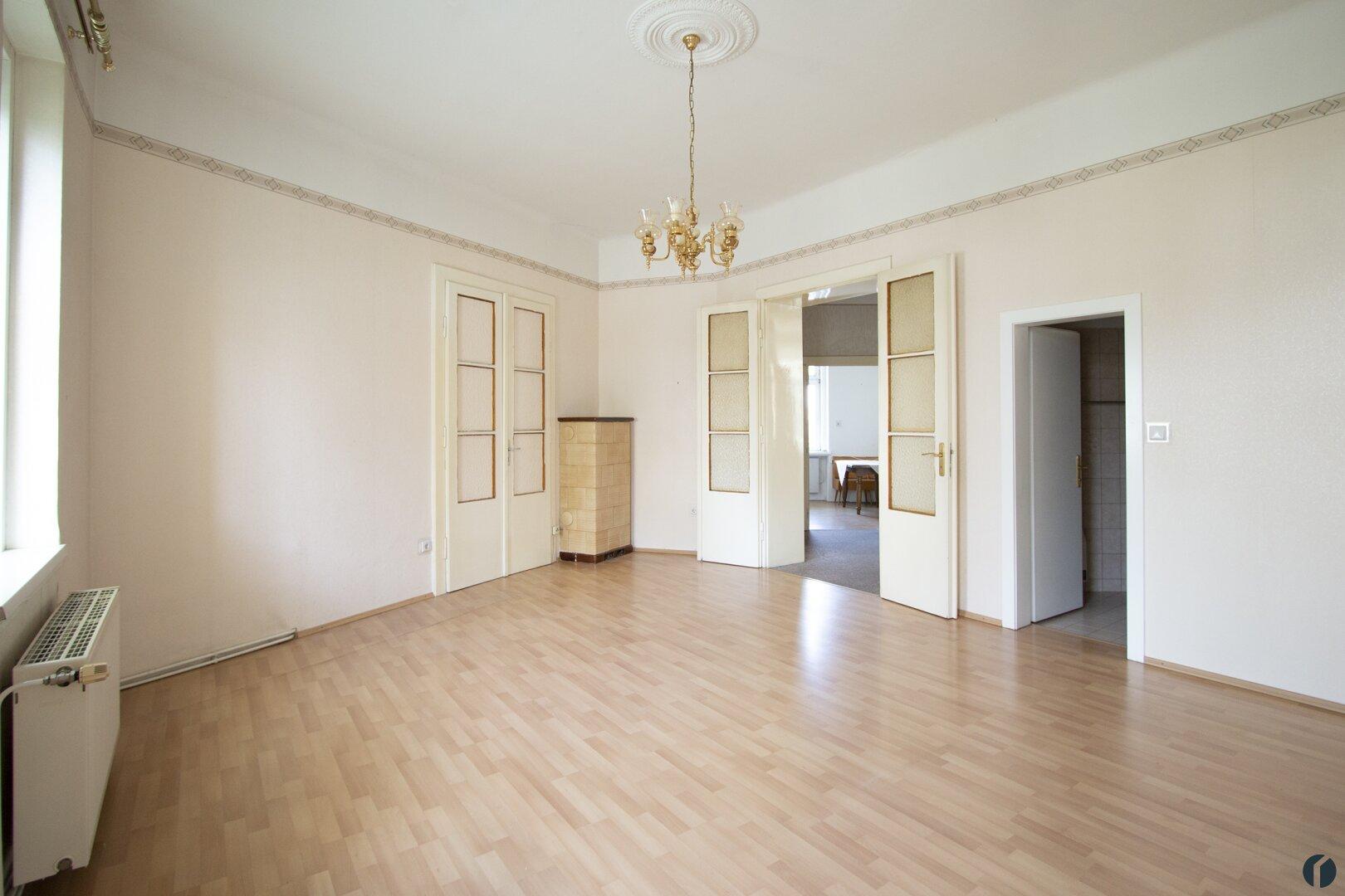 Zimmer 2 mit möglicher Verbindungstür zu Zimmer 3