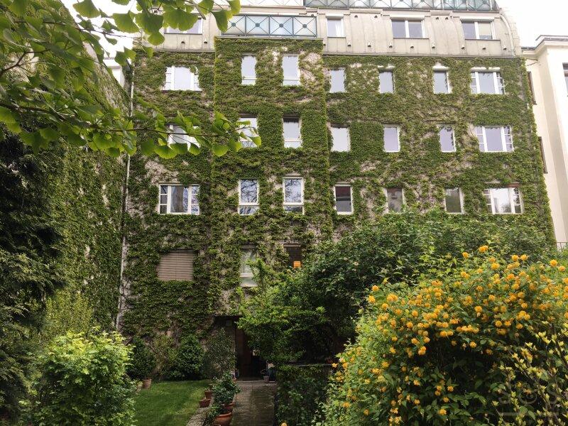 Gemütliche ruhige 3 Zimmer Wohnung mit wunderschönem Gemeinschaftsgarten