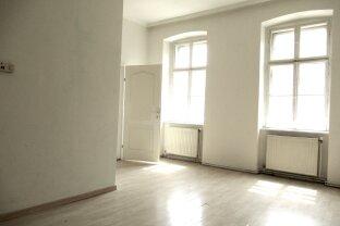 Gut angelegte 2-Zimmer Altbauwohnung mit hohen Räumen