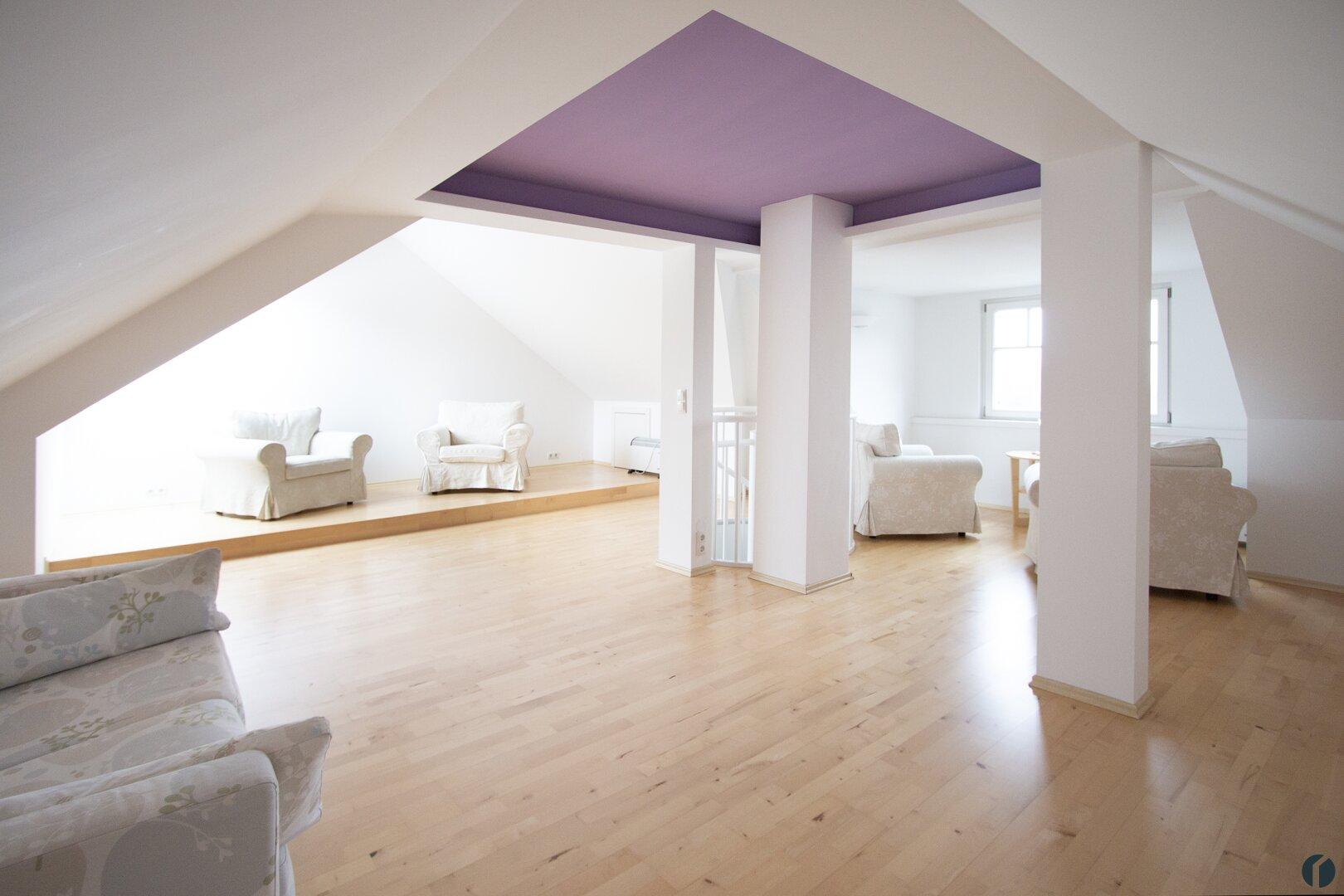 großer Dachgeschossraum