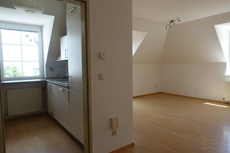 Dachgeschosswohnung / 3 Zimmer / 81 m²