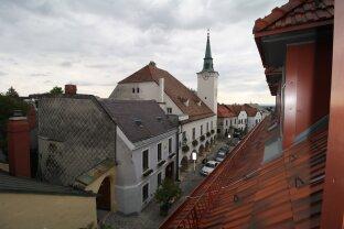 Moderne Dachgeschoßwohnung in historischem Gebäude
