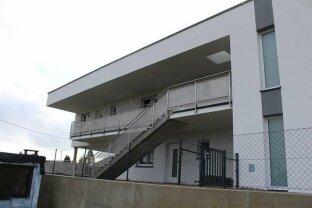 Nagelneue Dachgeschosswohnung im schönen Kirchschlag - Top 03 plus 2 Carports