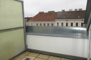 Auf einer Ebene- letzte DG- mit 70m² Wfl. 2 Zimmer mit Terrasse im sanierten Altbau!