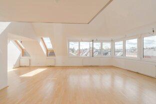 traumhafte, großzügige DG-Wohnung mit Terrasse - ab sofort verfügbar!