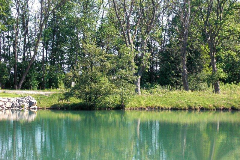 Traumhaftes Baugrundstück mit direktem Zugang zum Wasser um 297.475 EURO
