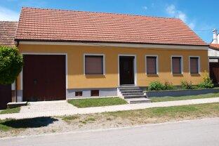 Familienwohnhaus mit Zubau und Garten in ruhiger Lage