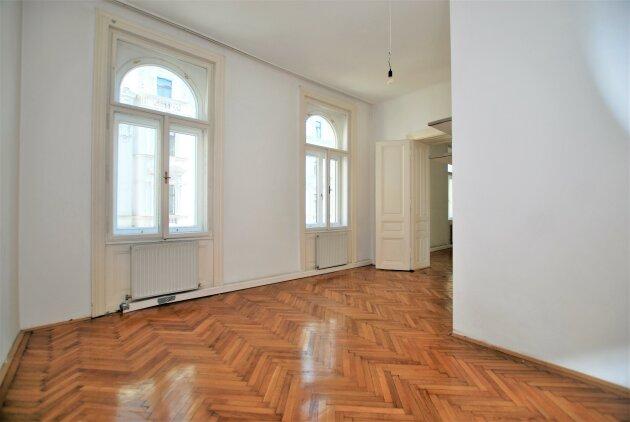 UNBEFRISTET - Lift - 2 Zimmer - separate Küche