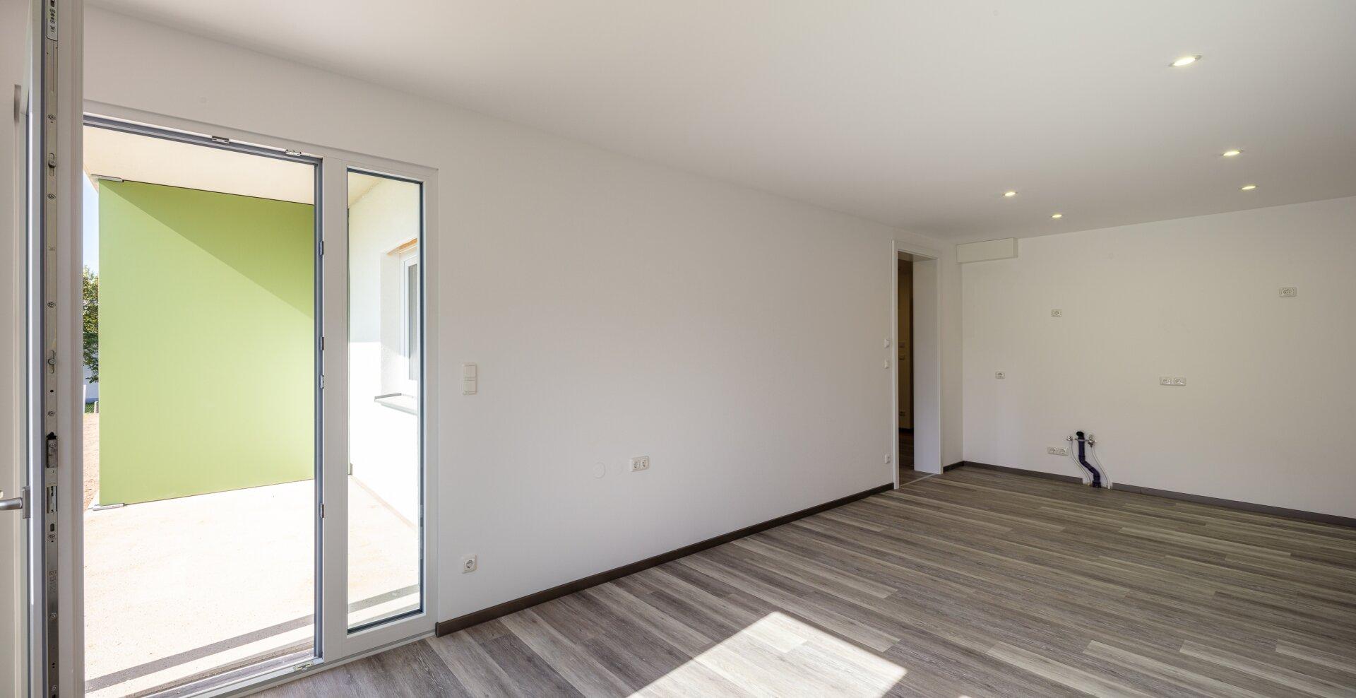 Wohn-Ess-Kochbereich einer 46 m² Wohnung im EG