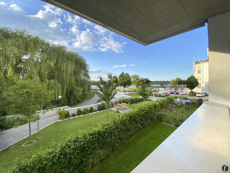 Blick vom Balkon zur Donaulände