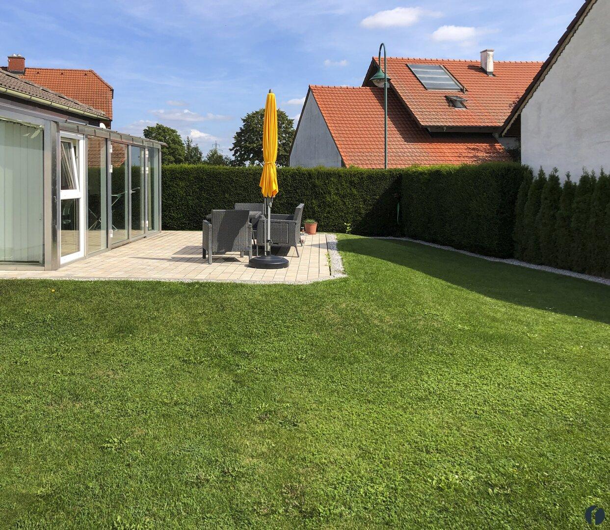 im Garten hinter dem Haus