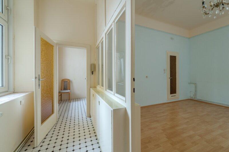 ++NEU++ Modernisierungsbedürftige 2-Zimmer Altbauwohnung, schönes Haus, viel Potenzial! /  / 1050Wien / Bild 4