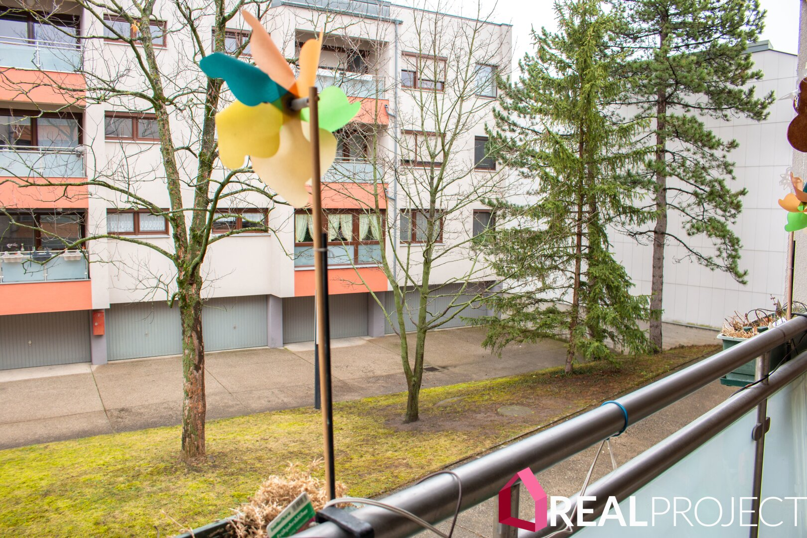 Balkon mit Ruhelage Innenhof
