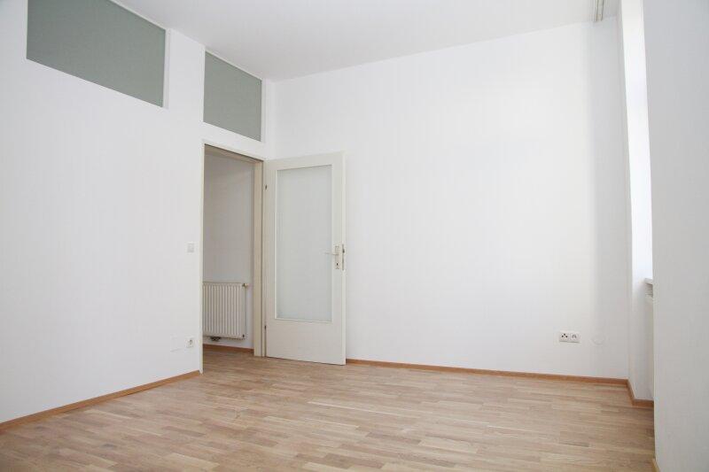 Klopstockgasse! BARRIEREFREI, HELL, RUHIG, SANIERT, Wohnzimmer mit 4 Fenstern, 2 Zimmer-Wohnung /  / 1170Wien / Bild 8