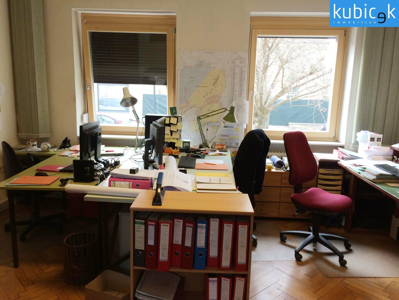 Büroraum-straßenseitig