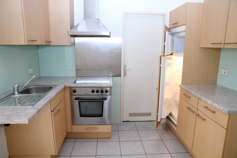 Klopstockgasse! BARRIEREFREI, HELL, RUHIG, SANIERT, Wohnzimmer mit 4 Fenstern, 2 Zimmer-Wohnung /  / 1170Wien / Bild 9