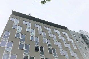 Helles Dachgeschossbüro mit großer Terrasse   an der U6