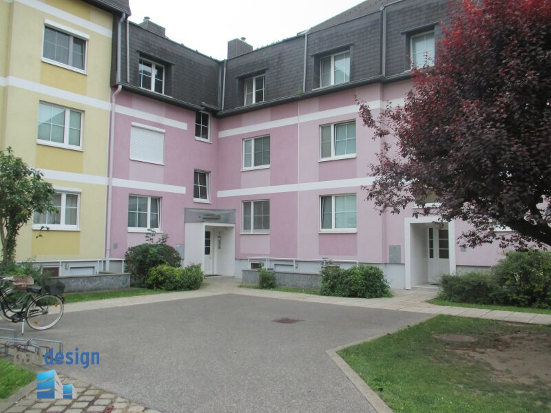 Sehr gepflegte, helle 3-Zimmer-Wohnung mit Loggia in schöner Lage