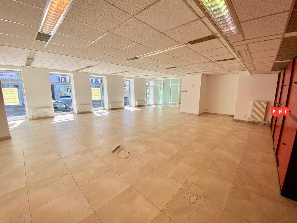 Geschäftslokal/Bürofläche mit großflächigen Glasfronten