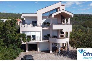 Exklusive, großzügige Villa am Meer mit großem Grundstück und viel Potenzial