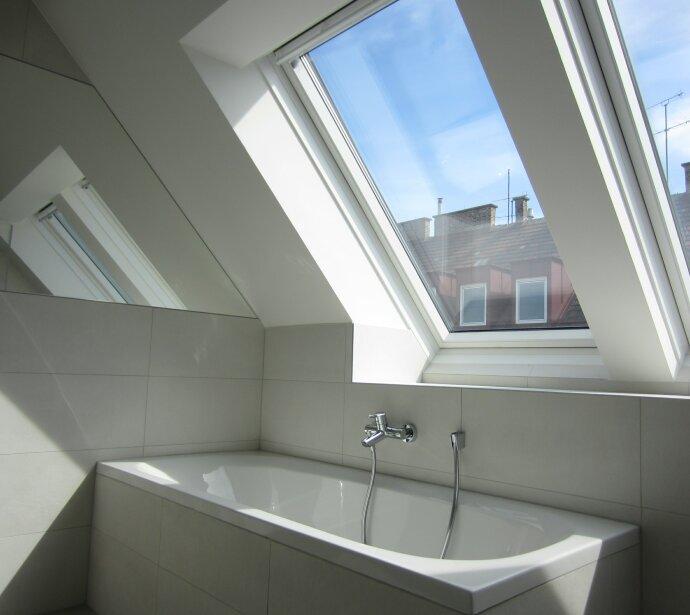 Traumhafte Dachterrassenwohnung in Topausstattung - Ruhige Sonnenterrasse - Komplette Haussanierung