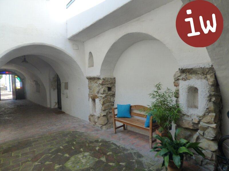 Rohdachboden plus bezugsfertiger Wohnung in historischem Ambiente - Rarität! Objekt_355