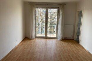 Ruhige, helle 2 Zimmer Wohnung in Top Lage bei Einkaufszentrum Simmering