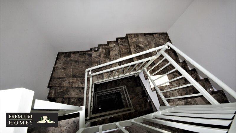 WÖRGL- 2 - Zimmer Mietwohnung-Treppenhaus