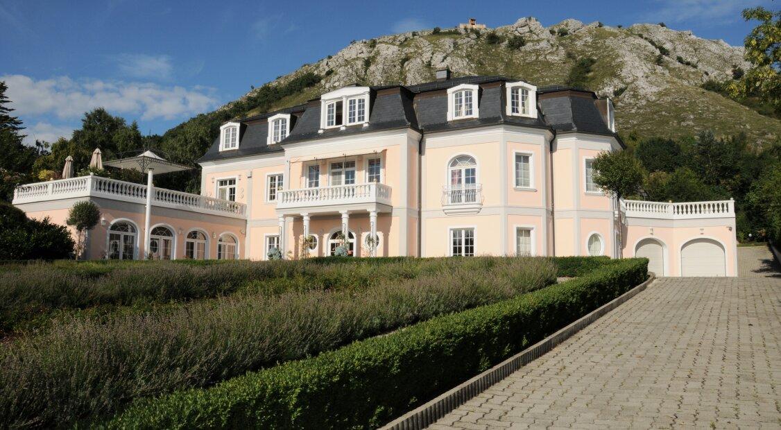 Herrschaftliche Villa mit prächtigem Parkgarten und eindrucksvollem Donaublick - Nahbereich Wien & Bratislava