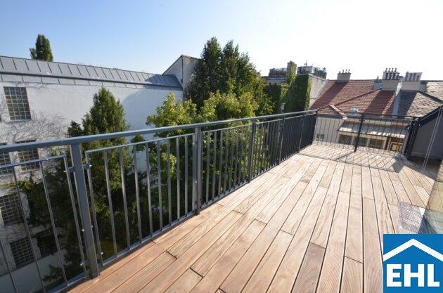Luxus-Dachgeschoss in wunderschönem Altbau