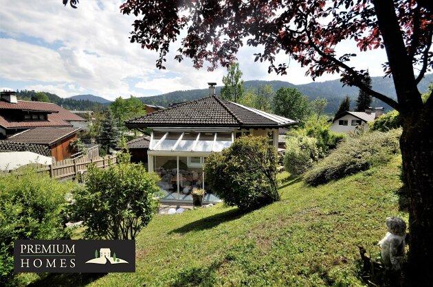 Kirchbichl Zweifamilienhaus_ hohe Qualität mit Modernen Design_Garten-Harmonie mit Blick auf Wintergarten