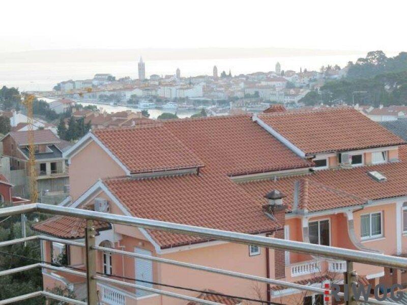 +++ Ferienhaus mit drei Wohnungen und schönem Meerblick  +++ /  / 53287Rab / Bild 0