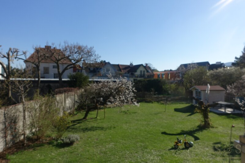 Hausetage mit 400 m²  Eingengarten / 115 m² / 4 Zimmer