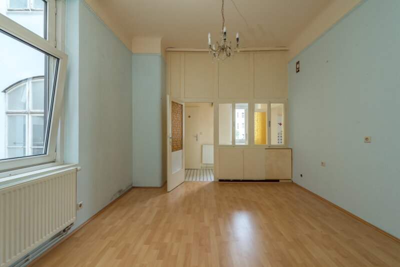++NEU++ Modernisierungsbedürftige 2-Zimmer Altbauwohnung, schönes Haus, viel Potenzial! /  / 1050Wien / Bild 5