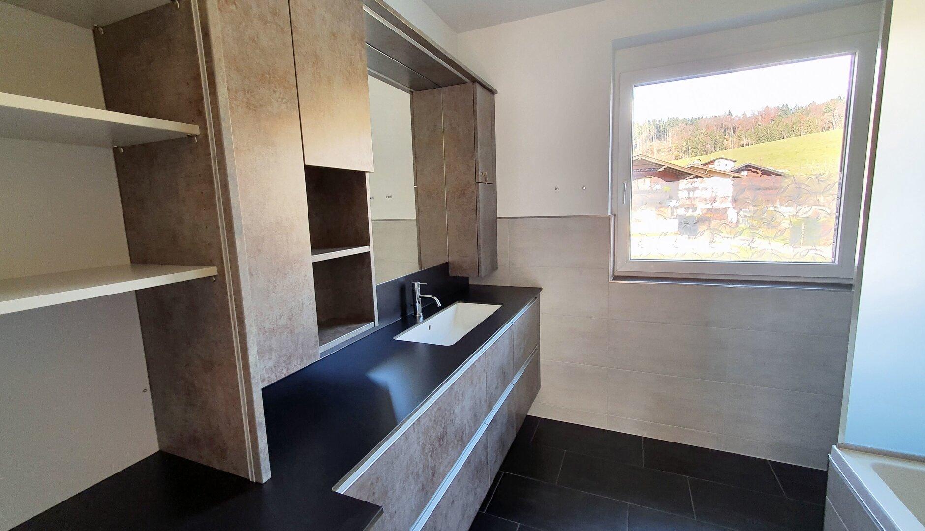 Bad, 4-Zimmer Maisonette Wohnung, Schwoich