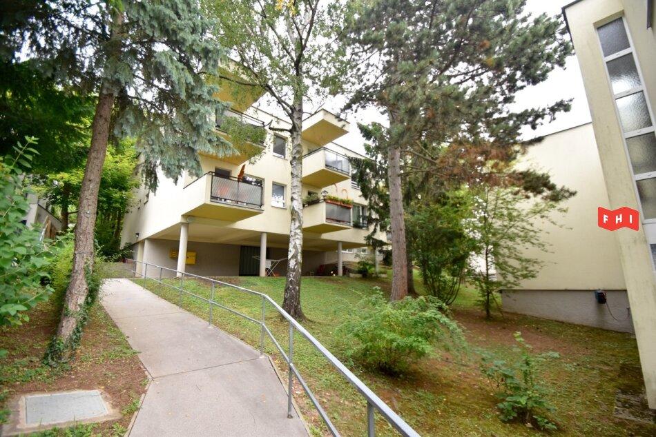 Wilhelminenberg, renovierte 2 Zimmer Wohnung in ruhiger Lage