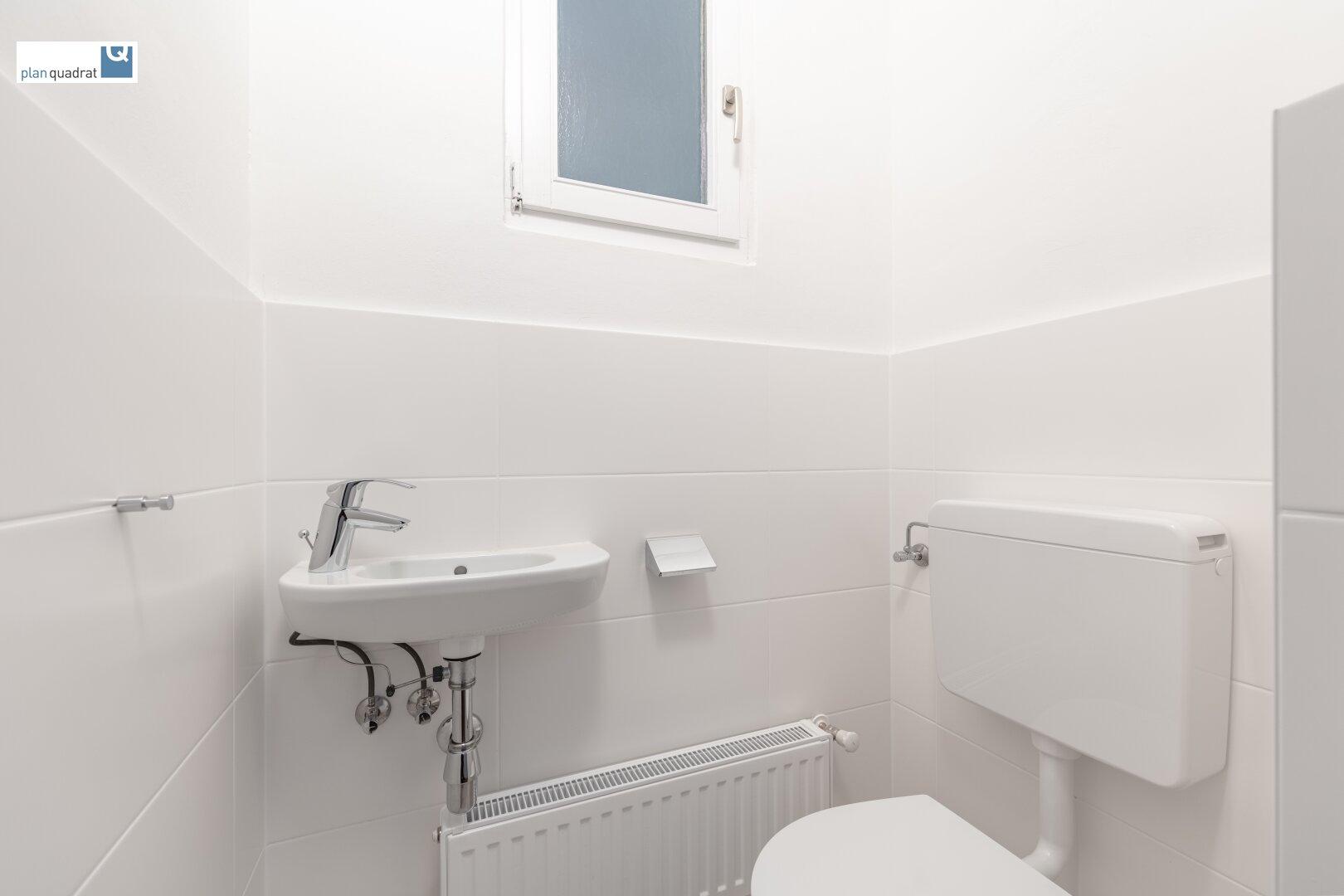 separate Toilette 1 (mit Handwaschbecken)