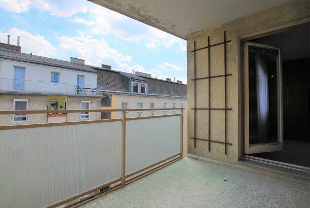 Sanierungsbedürftiger Familienhit - 4 Zimmer - ca. 101 m² WFL - ca. 6m² Loggia