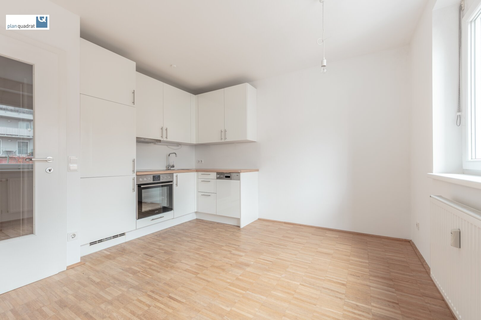Wohn- / Esszimmer mit Küchenzeile (ca. 12,60 m²)